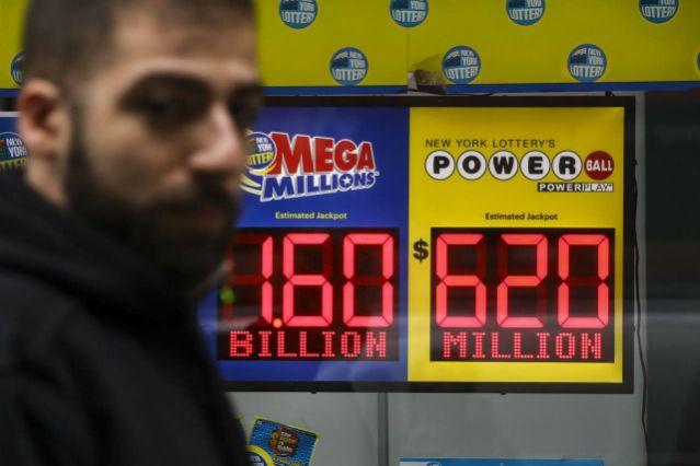 Ganó 4 millones de dólares en la lotería, pero como no sabía inglés lo estafaron y solo cobró 4,000
